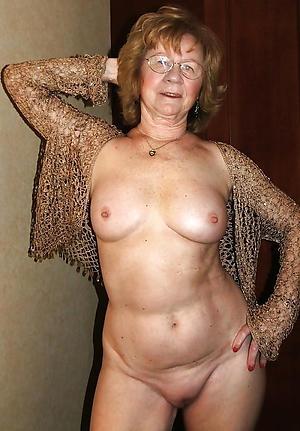 granny masturbates posing nude