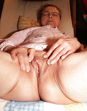 nude pics of busty housewife