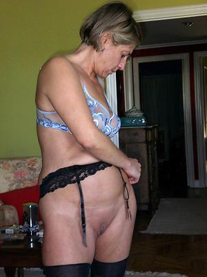 nude pics of hot horny mom