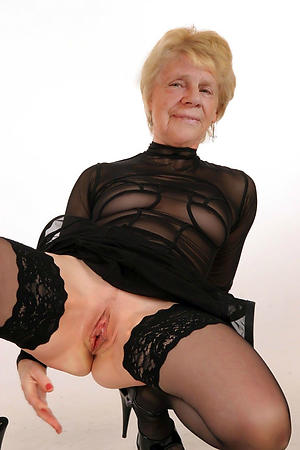 beautiful old woman posing nude