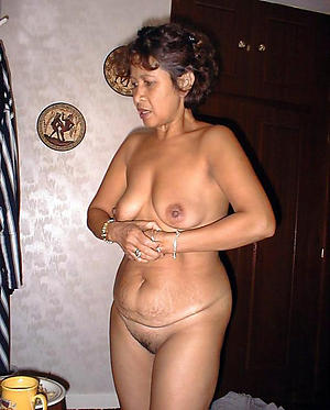 mature amateur moms love posing undecorated