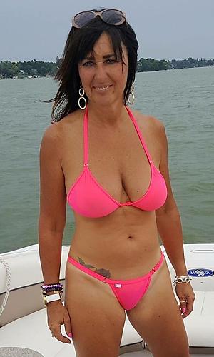 sex galleries of women in bikinis