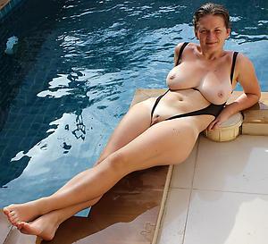 xxx women in bikinis