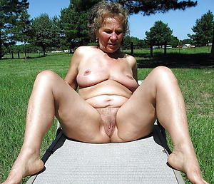 amazing nude mature women outdoors