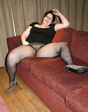 Bohemian pics of age-old lady in pantyhose