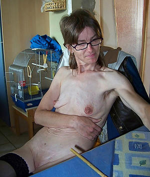 little mature saggy tits porn pictures