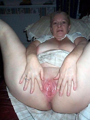 mature shaved pussy posing nude