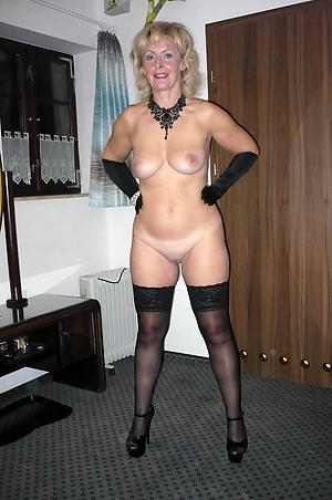 mature granny in stockings porn pictures