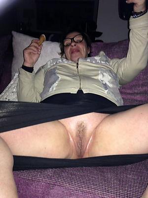 free pics of older unladylike upskirt