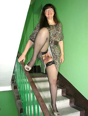 mature lady upskirt amateur pics