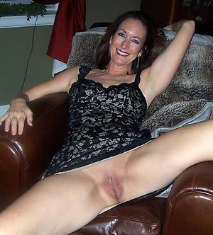 solo granny porn posing nude