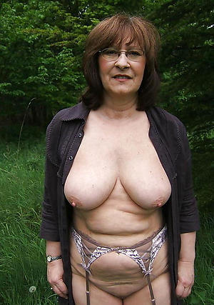 stark naked old lady boobs
