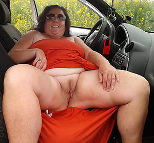 woman vulva remote pics