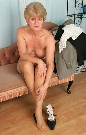 sex galleries of of age mom legs