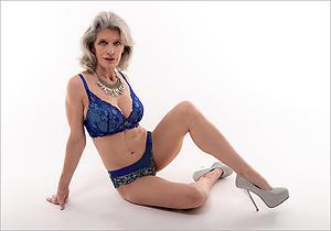 mature women cougars love posing nude
