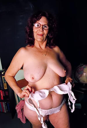 naked grannies with glasses amateur pics