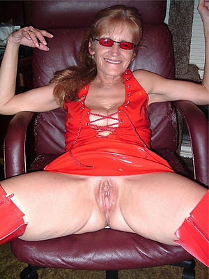 gorgeous grannies with glasses nude pics