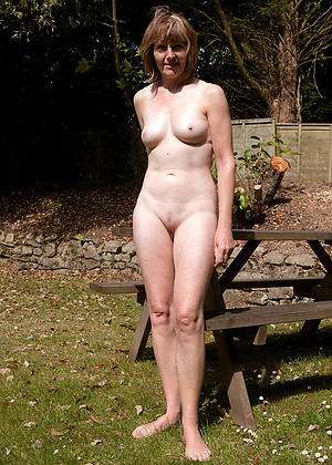 mature outdoors amateur pics