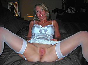xxx old woman posing starkers