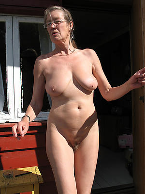 older mature women posing nude