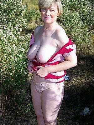 hotties older women with big boobs nude pics