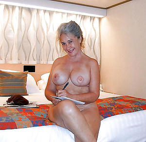 sexy old mature housewifes posing nude