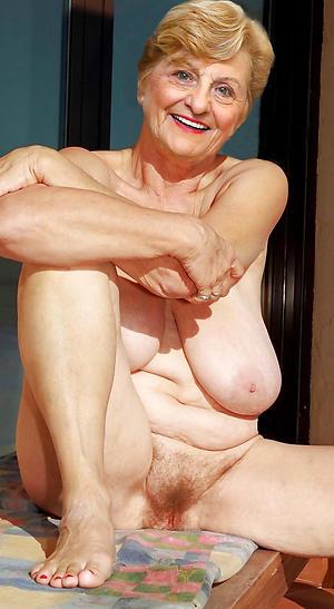 love posing nude