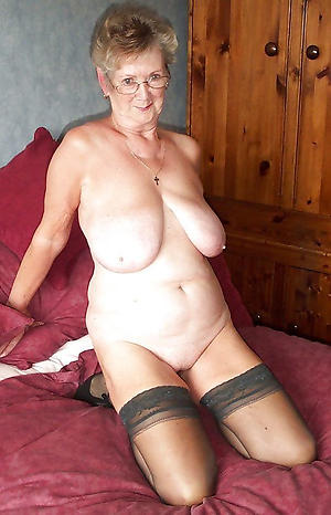 crazy older column solo nude pic