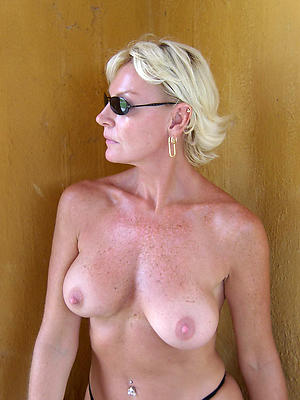 nude old blonde women pic