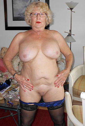 nude pics of older housewives