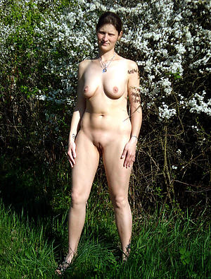 nice mature outdoors pics