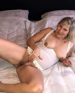 beautiful old pussy amateur pics
