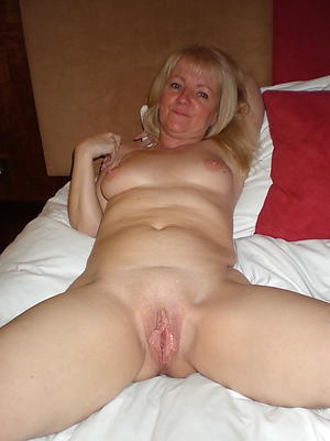 nude pics of old vulva