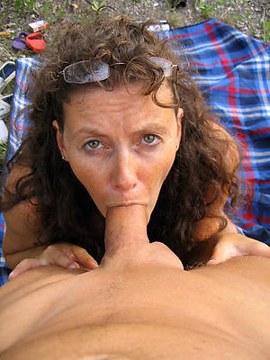 naked granny gives blowjob