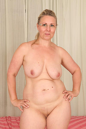 nasty tits old lady solo porn pic