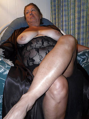 nude older women legs private pics
