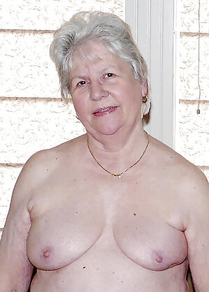 older women with small tits amateur pics