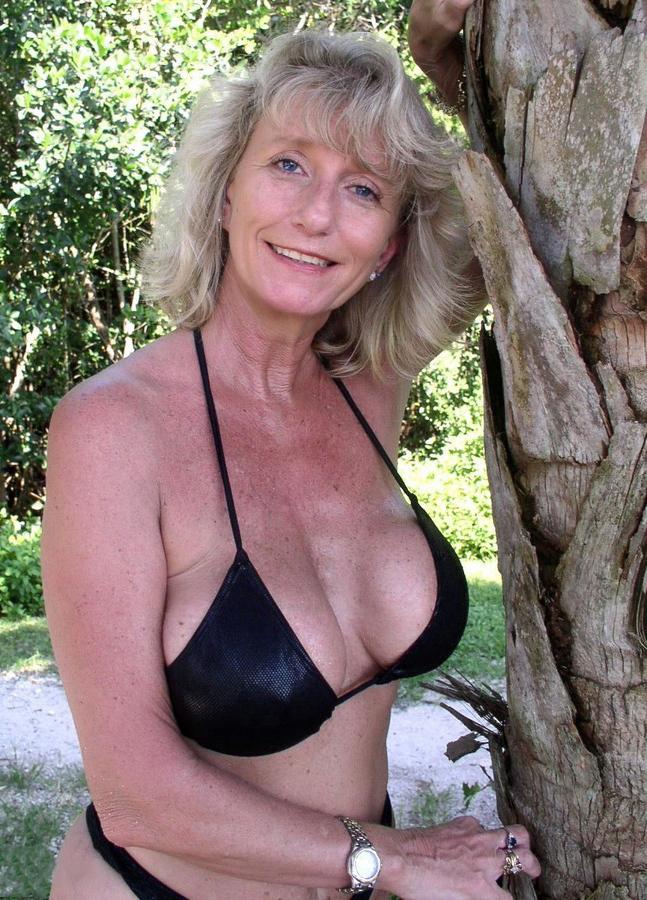 Woman naked older Nude Oldies