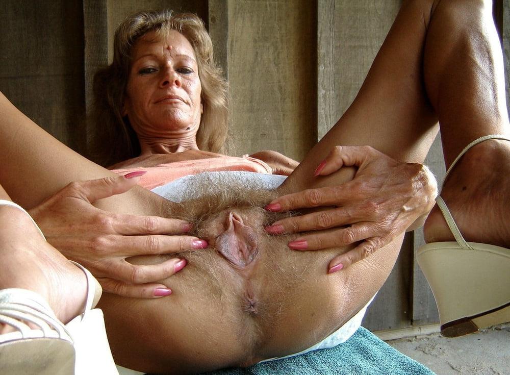 Women nude upskirt