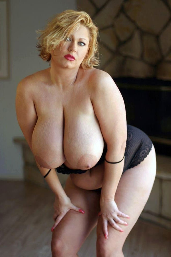 Nude blonde pussy