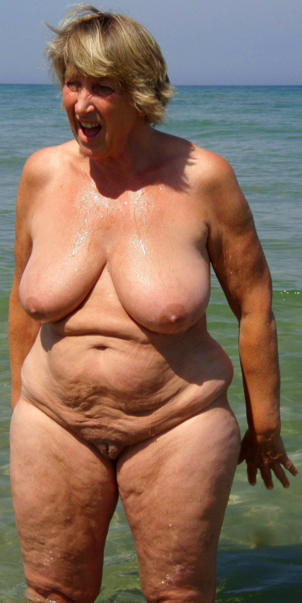 Strand granny nackt Nudisten