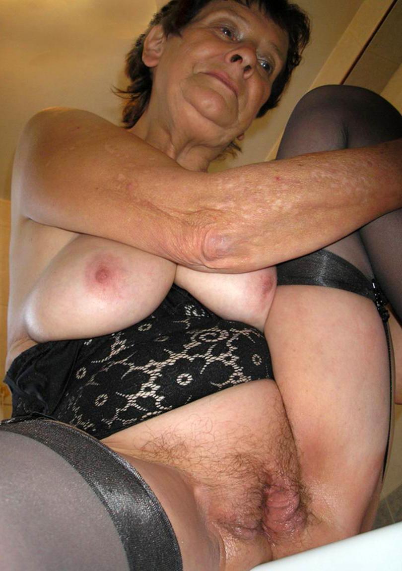 2 sexy women humping