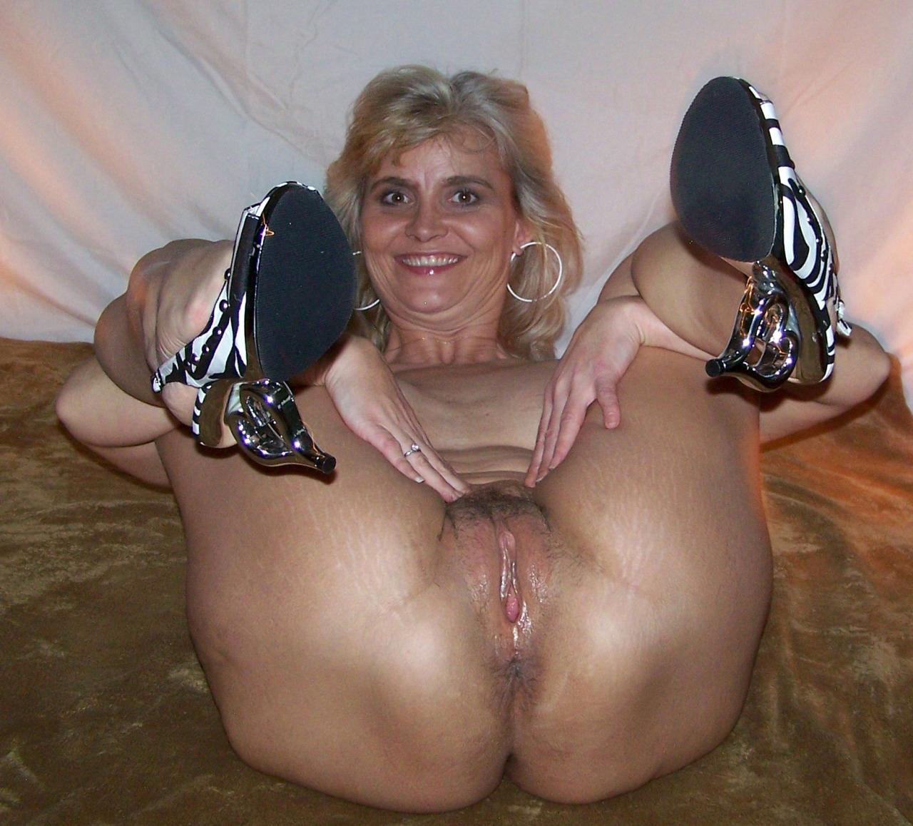Nakedmom