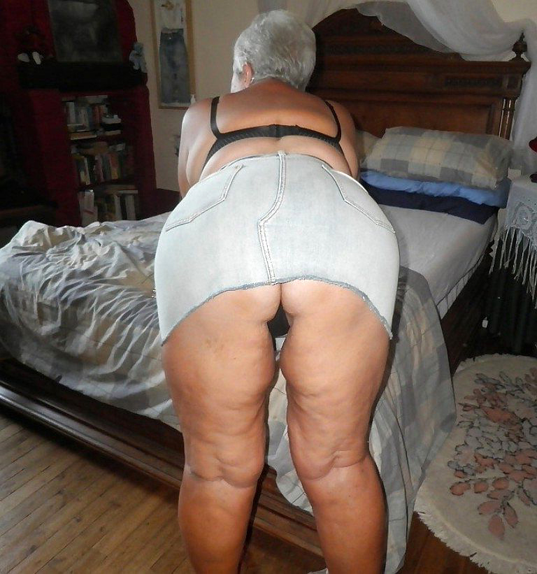Old mom pussy
