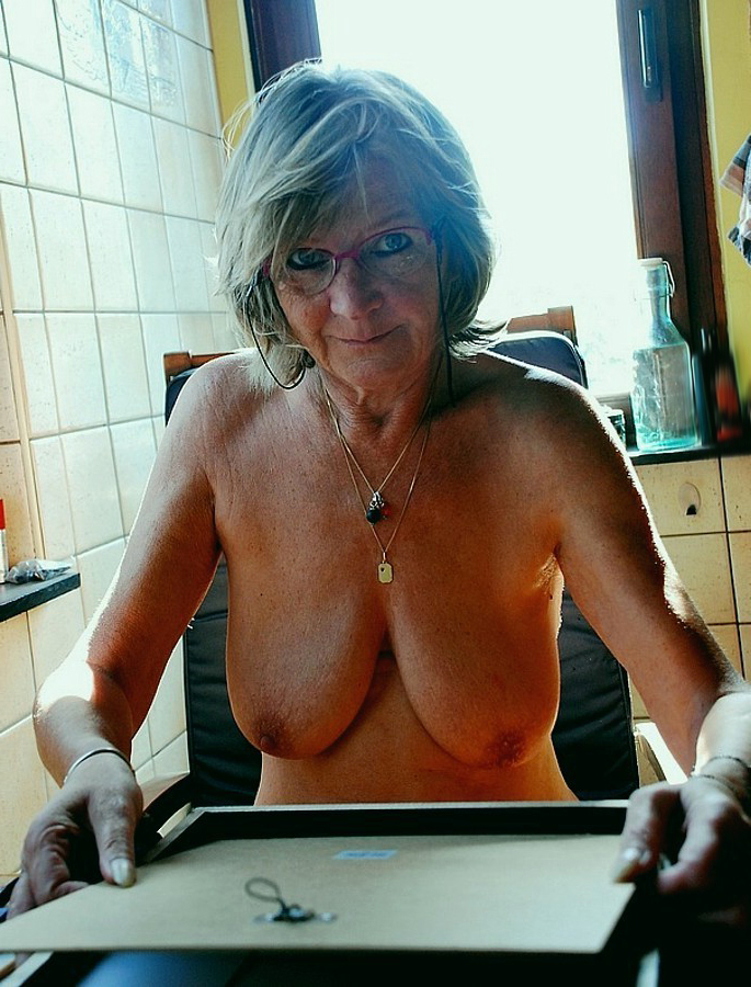 nice age-old woman tits