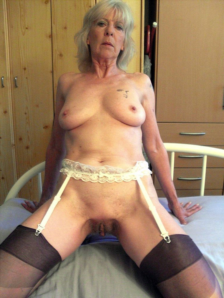 old horny woman porn pics