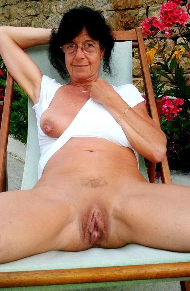 Brunettes naked older MOMs Tube