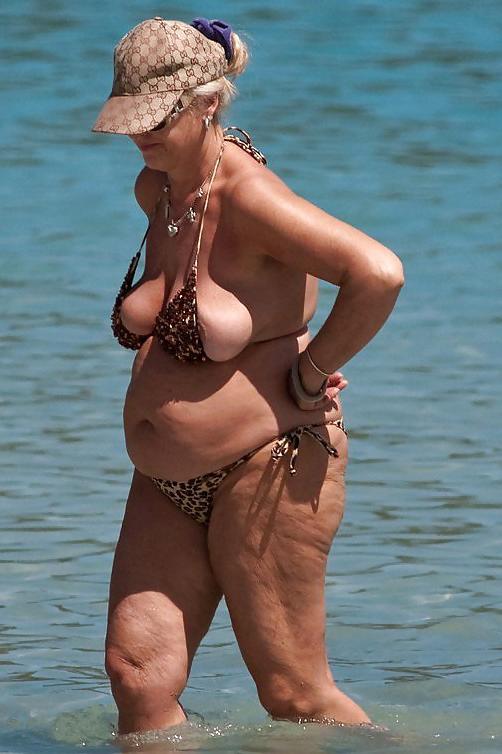 Granny on the beach porn pictures - grannypornpic.com
