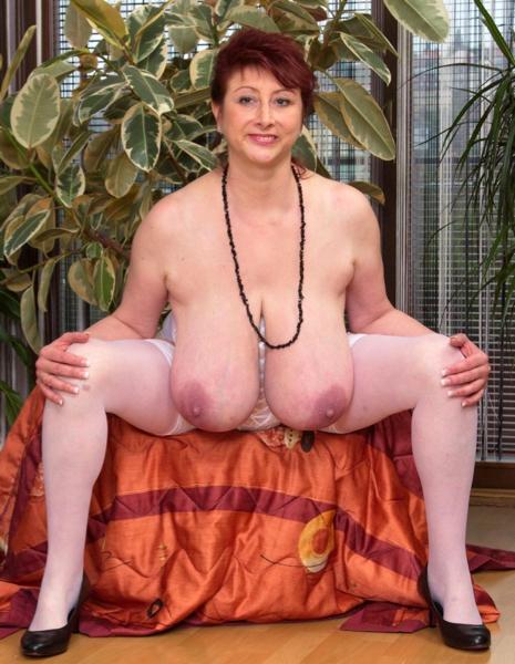 Busty Mature Home Porn