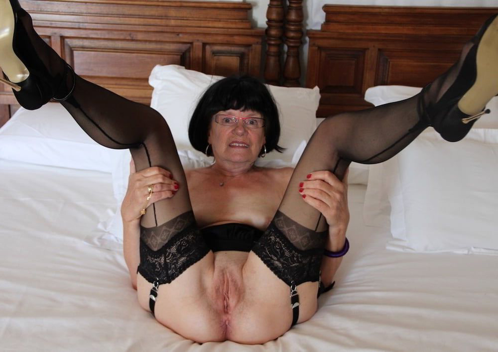 horny mature shaved pussy